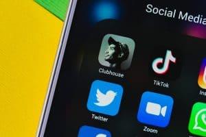 Clubhouse – nowa sieć społecznościowa. Czym jest?