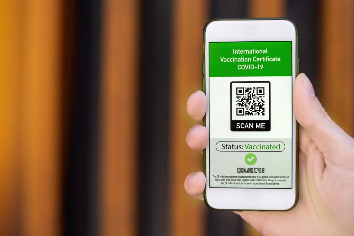 Cyfrowy paszport szczepień – przepustka do swobodnego podróżowania?