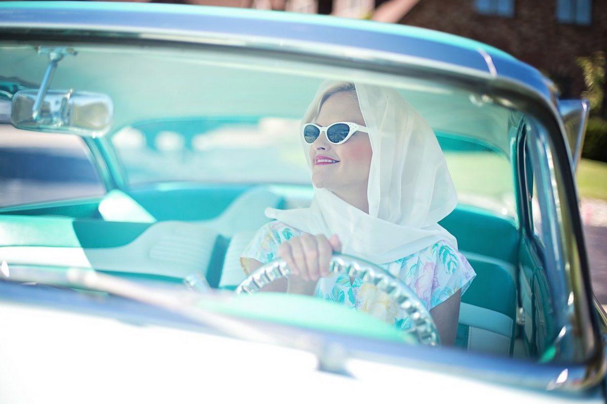 Uruchamianie klimatyzacji latem po starcie samochodu to błąd!